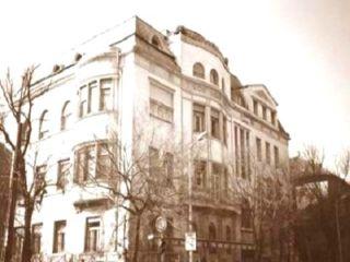 Az április 15-én ünnepélyes keretek között újra megnyílt könyvtár fő gyűjtőköre a nyelv- és irodalomt