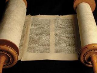 Litera: Adódik a kérdés, miért Apokrif? Keresztény hagyománytudat? Pilinszky intenzív jelenléte? Vagy a