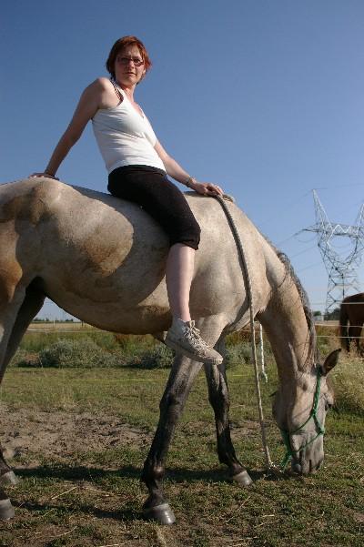 Ma iszonyúan megrémültem, azt hittem, megint elveszítek valakit, aki nekem fontos: Lédát, a lovamat. Míg