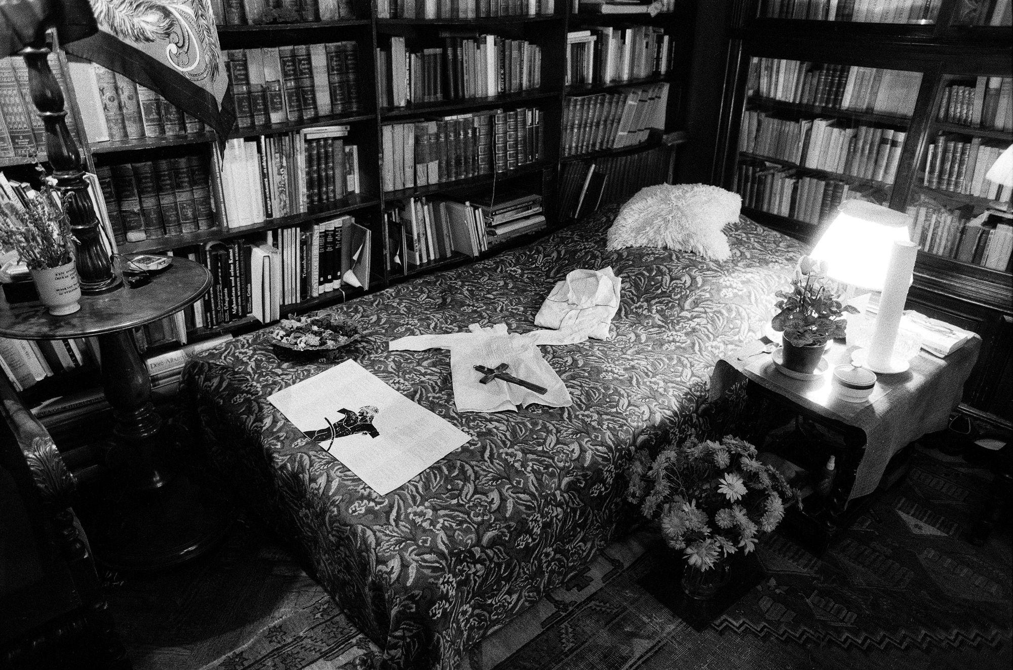 A könyvtárszoba egy nappal Miklós halála után