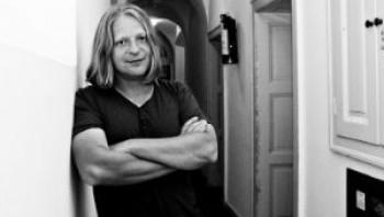 Új szakmai elismerés a magyar irodalmi életben: Hazai Attila Irodalmi Díj
