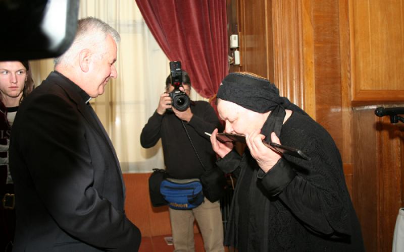 Kiss Anna költőé és Muzafer Dzaszohov oszét műfordítóé a Balassi-kard